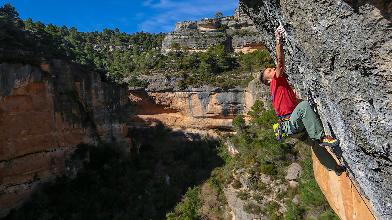 Jonathan Siegrist Goes Full Project Mode On 'La Rambla' (9a+/5.15a) | Nomad, Ep. 5